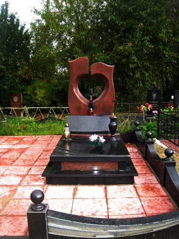 купить памятник на могилу в москве недорого